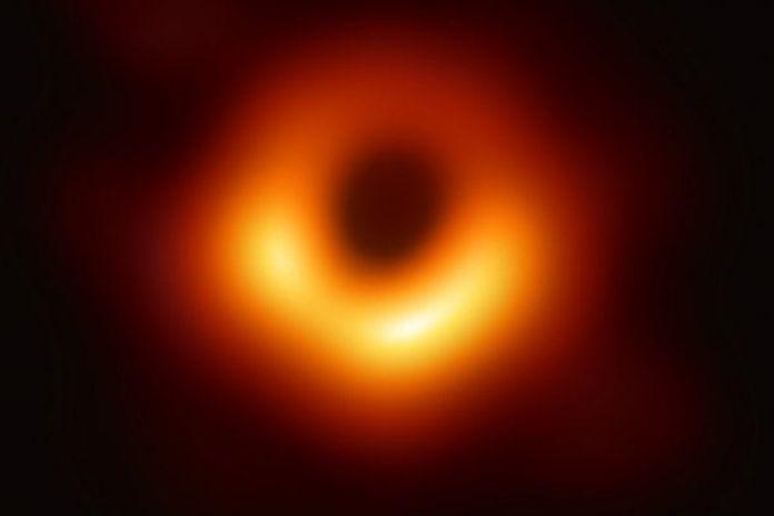 prima foto di un buco nero